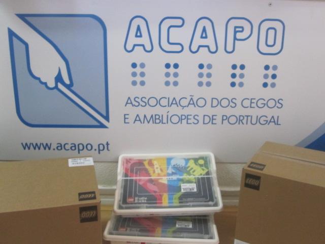 Imagem das caixas LEGO BRAILLE BRICKS na sede da ACAPO.