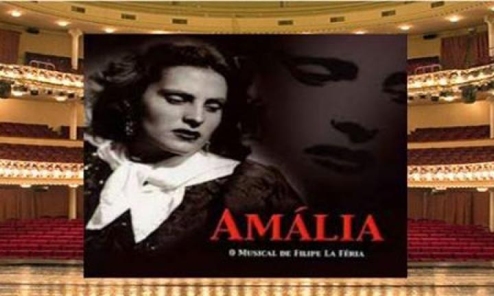 """Montagem do Cartaz do musical """"Amália"""" com sala de teatro como fundo"""