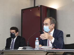 Presidente da ACAPO, Rodrigo Santos e o Provedor da SCML, Edmundo Martinho no decorrer da reunião.